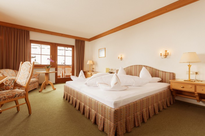 Large Double room - 4 star hotel in Zürs am Arlberg